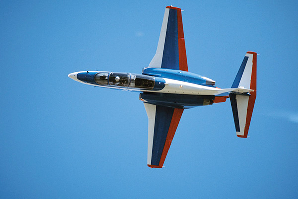 МиГ-AT в полете на Авиасалоне МАКС-2003