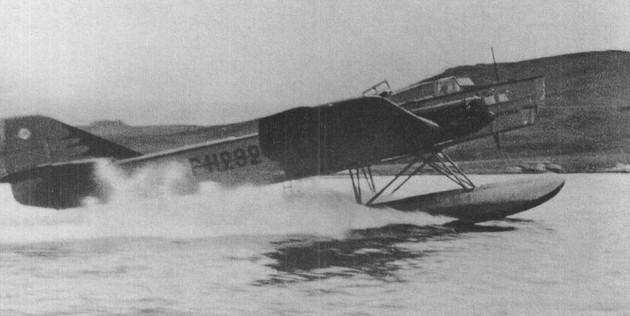 Поплавковый бомбардировщик ТБ-1 (АНТ-4) в момент выхода на редан