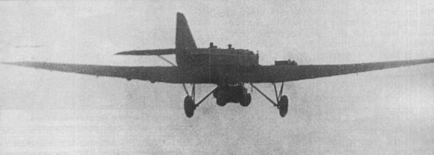 Полет ТБ-1 (АНТ-4) с танкеткой