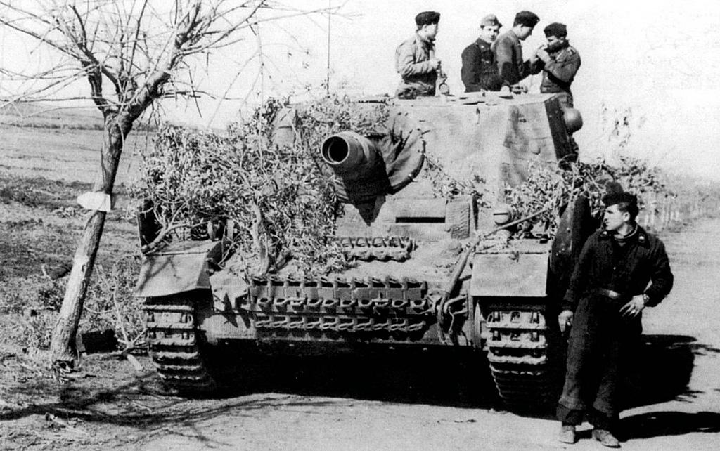 Немецкая САУ Sturmpanzer IV из 216-го батальона штурмовых орудий (Sturmpanzerabteilung 216)