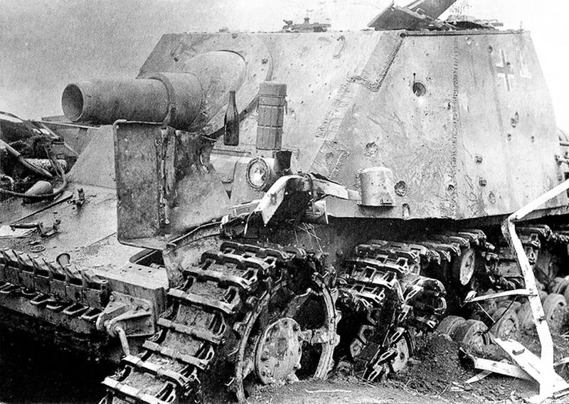 Штурмовое орудие Sturmpanzer IV «Brummbär» 216-го батальона штурмовых танков (Sturmpanzer-Abteilung 216) вермахта, подбитое в районе железнодорожной станции Поныри