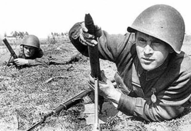 37-мм миномет-лопата при использовании