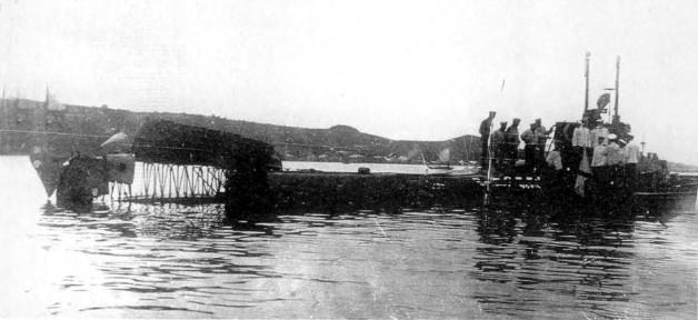Подводная лодка 'Касатка' после взрыва бензиновых паров