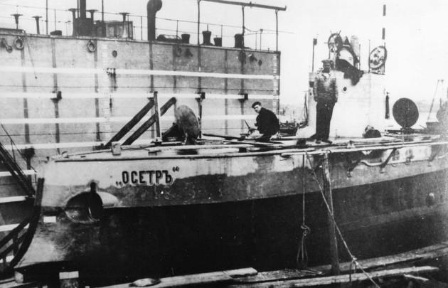 Подводная лодка «Осётр», достройка в Санкт-Петербурге