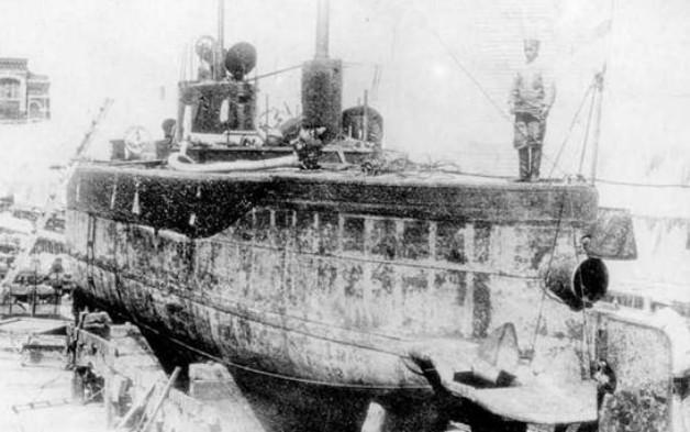 Подводная лодка «Плотва» в доке