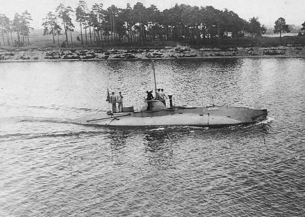 Подводная лодка «Пескарь» в Либаве, 1905 год.