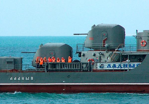 Корабельная 76-мм артустановка АК-726