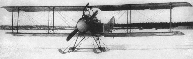 Самолет 'Лебедь-12' на лыжах с измененным капотированием двигателя и выхлопным патрубком