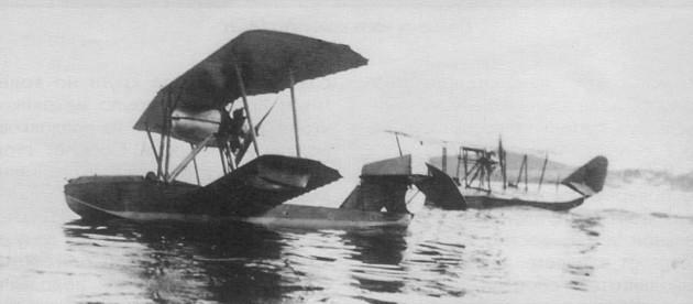 Летающая лодка М-11 из состава летной школы в Баку в положении на плаву