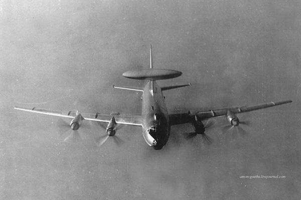 Ту-126 во время дозаправки