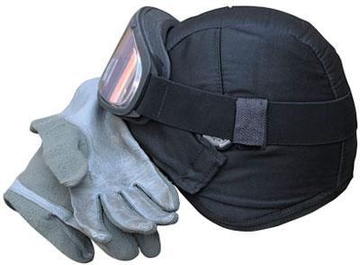 Шлем с матерчатым чехлом и петлями для фиксации тактических очков