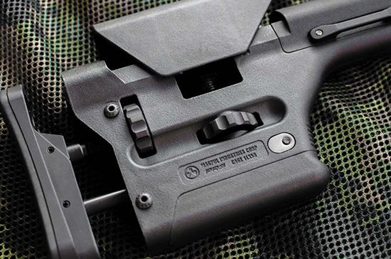 Приклад Magpul PRS предназначен для высокоточных винтовок типа AR-15 и AR-10 с трубой буфера отдачи типа M16A2 (нижняя на снимке внизу слева). Это один из немногих прикладов, допускающих регулировку и высоты щеки, и длины затыльника, а также имеющих ровную нижнюю поверхность для обеспечения скольжения на заднем мешке