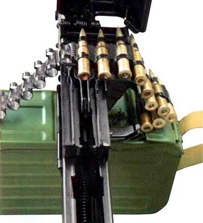Крышка ствольной коробки «Печенега» открыта для заправки патронной ленты