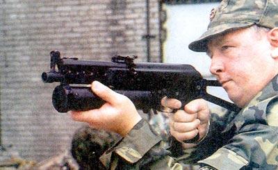 «Бизон-2» – тяжелый (во всех отношениях) пистолет-пулемет под патроны ПМ и ПММ. Вероятно, и он имеет право на существование в какой-то тактической нише