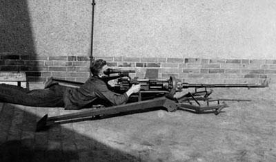 15-мм пулемет STL-151/12 в низком положении лафета
