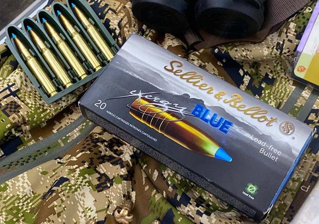 Новая линейка полностью бессвинцовых <a href='https://arsenal-info.ru/b/book/1865106982/11' target='_self'>винтовочных патронов</a> Sellier & Bellot eXergy Blue снаряжена новой цельной медной пулей с синим пластиковым носиком, который усиливает расширение
