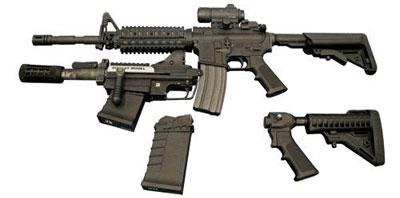 M-26 MASS (Modular Accessory Shotgun System) может крепиться вместо подствольного гранатомета под M16. M-26 нужен для сугубо городского боя: дробовик 12 калибра позволит быстро вышибать двери без смены оружия.