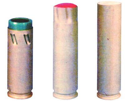 33-мм выстрелы к многоцелевому гранатометному комплексу специального назначения РГС-33 с гранатами (слева — направо): слезоточиво-раздражающего действия ГС-33, светозвукового действия ГСЗ-33, с эластичным поражающим элементом ЭГ-33