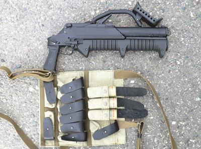 Магазинный гранатомет ГМ-94 с нагрудным подсумком для выстрелов