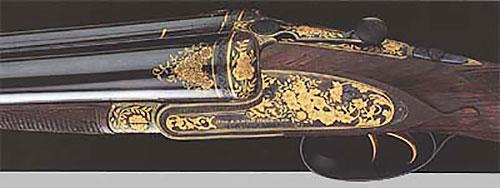 Двустволка 12-го калибра (№ 21073) с замками на боковых досках, инкрустированная букетным узором. Изготовлена в 1901 году.