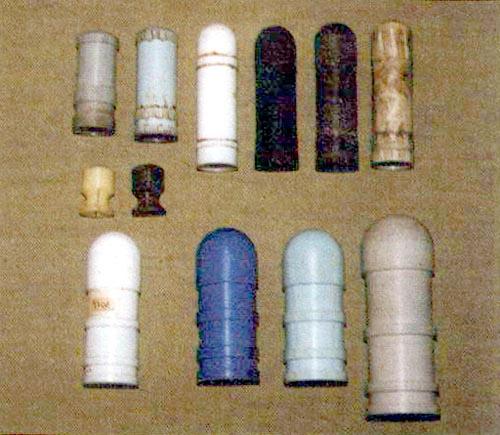 Варианты опытных пластиковых травматических пуль: вверху – для КС-23, в середине – тренировочные пули для ружья 12-го калибра, внизу – для насадок калибра 30,35 и 40 мм