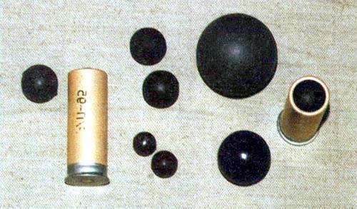 Резиновые «шарики для успокоения» разных диаметров: к 15-мм устройству «Авторучка», к ружейному патрону 12-го калибра, пули «Привет» для патронов «Волна-Р», пули к французским 37-мм ружью и 55-мм насадке на ружье, патроны «Волна-Р»