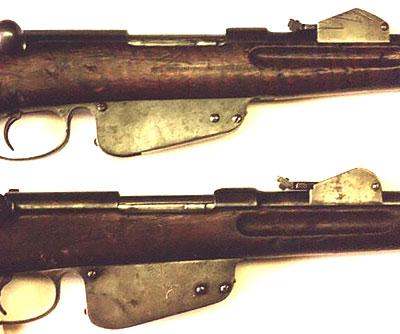 Steyr Mannlicher M1886 (снизу) в сравнении с Steyr Mannlicher M1888-90 (сверху) (хорошо видна разница размеров магазинов и шкала на боковой поверхности прицела)