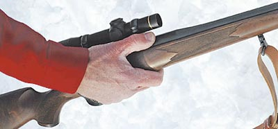 Несмотря на то, что магазин вмещает 5 патронов, винтовка неширокая, удобная в руке.