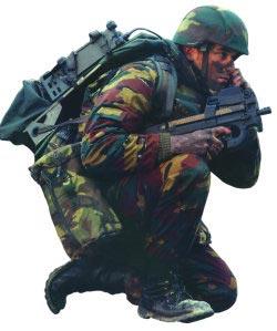 Бельгийский солдат с пистолетом-пулеметом FN P 90