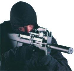Спецназовец, вооруженный пистолетом-пулеметом FN P 90 с прибором для бесшумно-беспламенной стрельбы, тактическим фонарем и лазерным целеуказателем