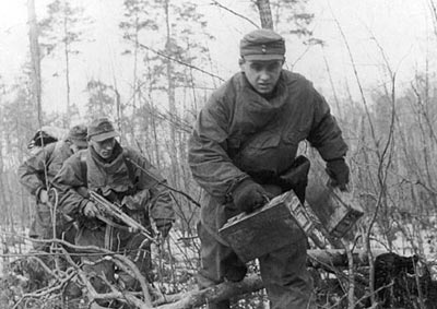 Немецкие пехотинцы-автоматчики. Германия. Весна 1945 года