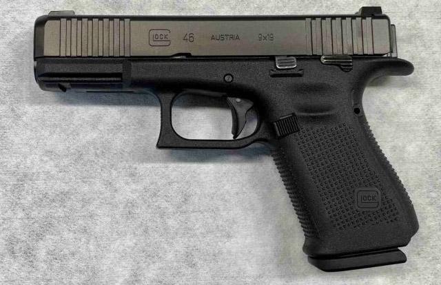 Впервые государственная полиция Германии берет на вооружение пистолет Glock. Саксония-Анхальт получает пистолет GLOCK G46, показанный здесь