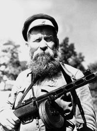 Ветеран трех войн, донской казак, орденоносец с неразлучным ППШ.