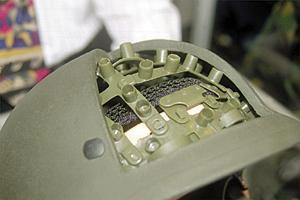 На разрезном макете хорошо видно устройство защитного шлема немецкой фирмы Schubert Helme