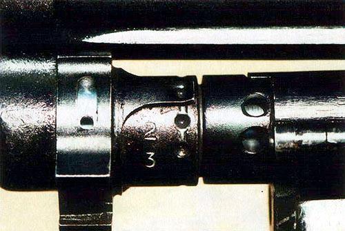 Газовый регулятор пулемета ПК имеет три положения, пронумерованных цифрами «1»,«2» и «3». Чтобы изменить положение регулятора, необходимо вставить закраину гильзы патрона 7,62x54R (7,62x54 мм) в специальный паз регулятора и, используя его в качестве рукоятки, перевести регулятор в нужное положение, в котором он будет удерживаться специальным фиксатором