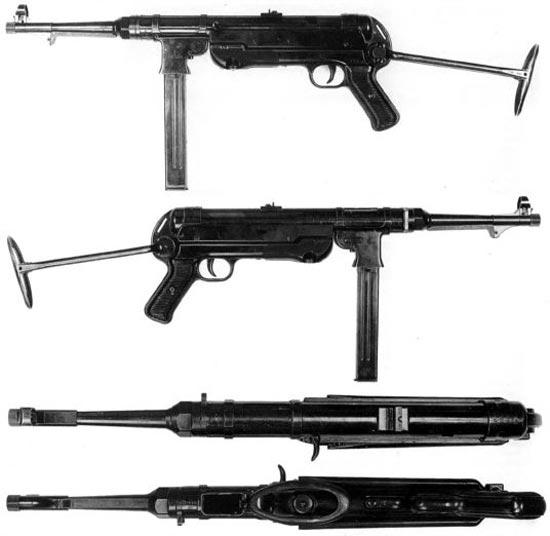 МР-40, 1-й серийный вариант. Характерные отличия: гнездо под магазин изготовлено из листового металла с гладкой поверхностыо; рукоятка со скобой - из листового металла (две штампованные половинки соединены в одну деталь); кодировка производителей - 660, 40,27 и 40. Данный образец снабжен маркировкой «Nnr.504» - 504-й пистолет-пулемет Северного флота.