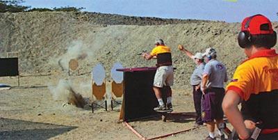 На этом упражнении спортсмен молниеносно поражает близкие мишени, двумя выстрелами каждую, а затем более аккуратно стреляет по удаленным мишеням. Среди них одна – качающаяся. Чемпионат мира, Эквадор, 2005 г.