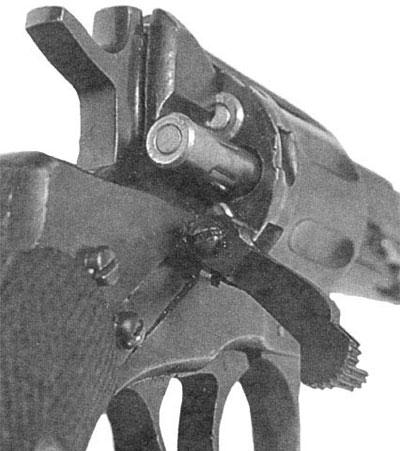 Наган обр 1895 года при заряжании