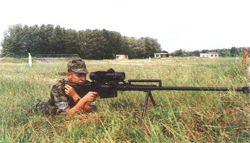 Тяжелая 12,7-мм снайперская винтовка В-94 по задумке конструкторов КБП позволяет «доставать» цели на дальности до 2 км