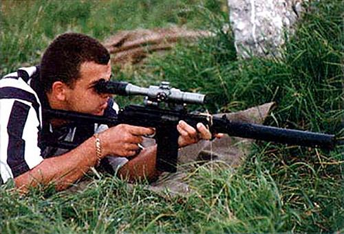 Успех ВСС вдохновил конструкторов на создание своего оружия под патрон СП-5. Сверху: штурмовой комплекс «Гроза» кроме варианта с подствольным гранатометом может комплектоваться глушителем и оптическим прицелом. Снизу: винтовка ВСК-94 на базе автомата 9А-91 разработки КБП