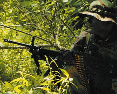 Солдат бундесвера с 5,56-мм единым пулеметом MG.4