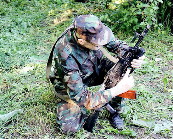 Стрельба из подствольного гранатомёта ГП-34 с упором приклада АК-74 МБ в грунт