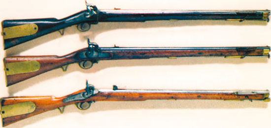 Брауншвейгский штуцер первой британской модели (верхний) был представлен в 1837 году и был заменен второй моделью (средний) в 1841 году замок которой был более традиционным, а целик - упрощенным. На вооружении русской армии состоял «люттихский» (льежский) вариант бельгийского производства (нижний), остававшийся в строю до 50-х годов XIX века.