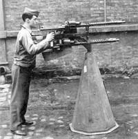 Счетверенная зенитная пулеметная установка MG.17 в положении для стрельбы по наземным целям. 1945 год
