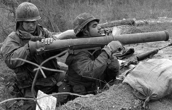 M67 Recoilless Rifle (подготовка к стрельбе)