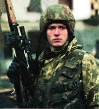 Снайпер внутренних войск с винтовкой СВД. Январь 1995 года, г.Грозный
