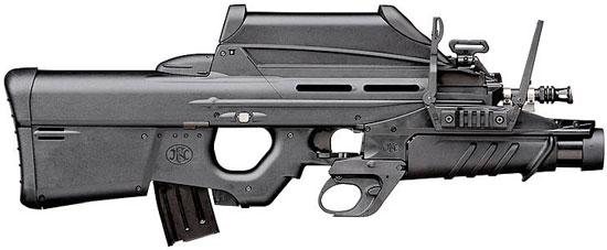 штурмовая винтовка FN F2000 с установленным подствольным гранатометом FN GL1 в боевом положении