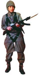Японский десантник с пистолетом-пулеметом «тип 100» для ВДВ