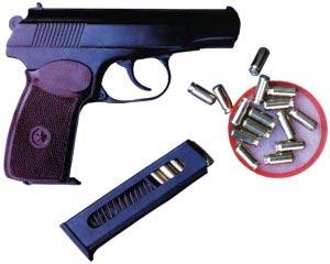 Штатный 9-мм пистолет Макарова ПМ с запасным магазином