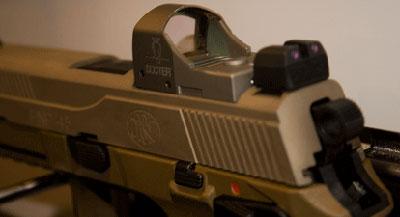 <a href='https://arsenal-info.ru/b/book/2966502025/19' target='_self'>прицельные приспособления</a> FNP-45 Tactical